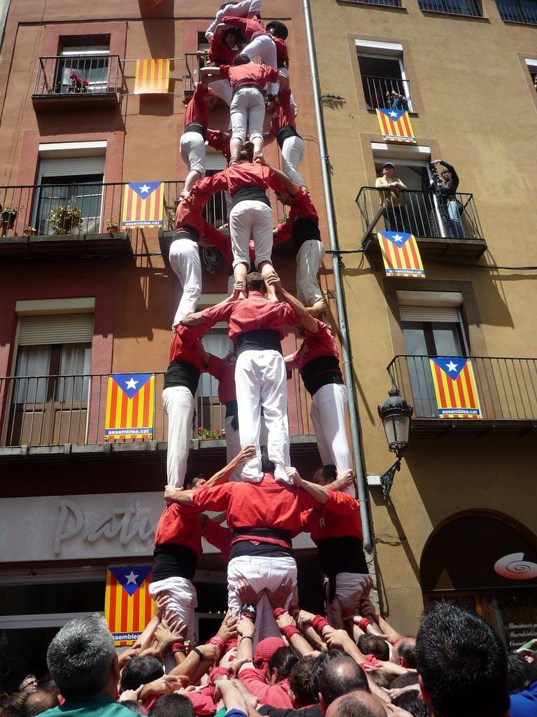 CaianoMundo_Flavia-Barcelona_torre_nova_vermelho