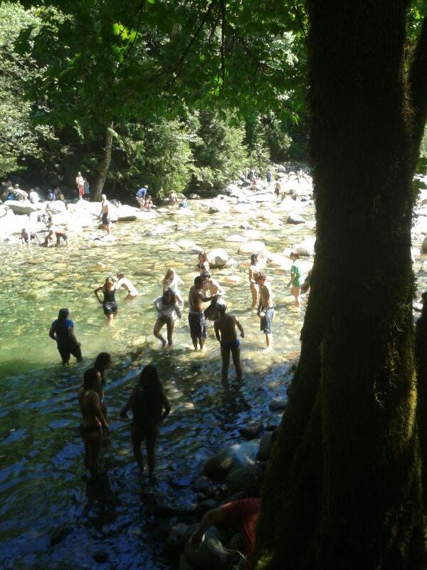Uhulll ... dar uma refrescado em um lugar maravilhoso  =)