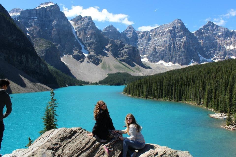 Nossas meninas adoram umas fotos. E com essa paisagem so melhora!