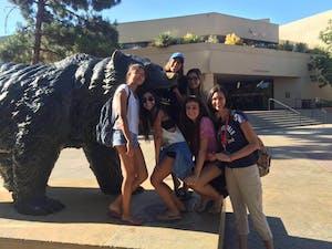 Nós e o urso da UCLA!!