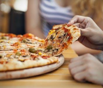 pizzaitalia.jpg?fm=pjpg&ixlib=php-1.2.1&w=352&h=300&fit=crop&auto=compress,format