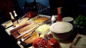 Esse foi o meu jantar, ainda está faltando algumas comidinhas na foto hehhee. Posso dizer que engordei muito, né?