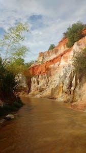 Caminhar entre as águas e relaxar é a pedida no Arroio Fada.