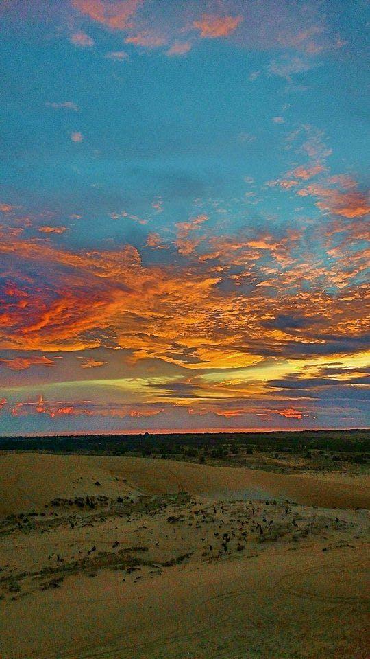 O Nascer do sol nas dunas de areia branca de Mui Ne é um espetáculo para ficar na memória