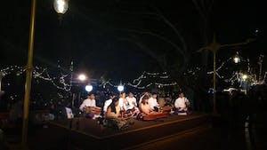 Apresentações artísticas também marcam o Loi Krathong; e são lindas!