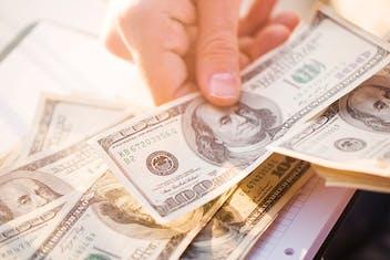 3 maneiras de levar dinheiro para o exterior