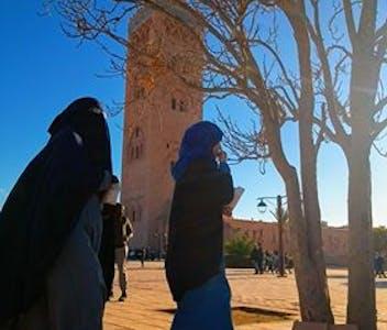 Mesquita Cutubia, em Marraquexe, inspirou construções em Sevilla e Rabat