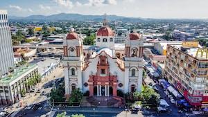 Visão aérea da catedral de San Pedro Sula em Honduras.