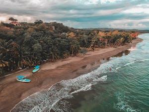 Visão aérea da playa de esterillos, localizada na Costa Rica.