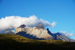 Montanhas e o céu azul, uma das belezas de morar no Chile.