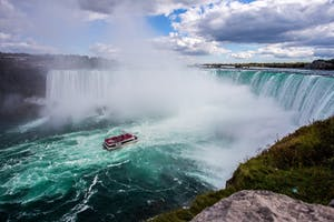 Cataratas do Niágra, uma das maiores atrações de Toronto.