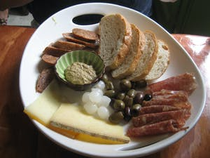 Ploughman's lunch, uma refeição tipicamente inglesa.