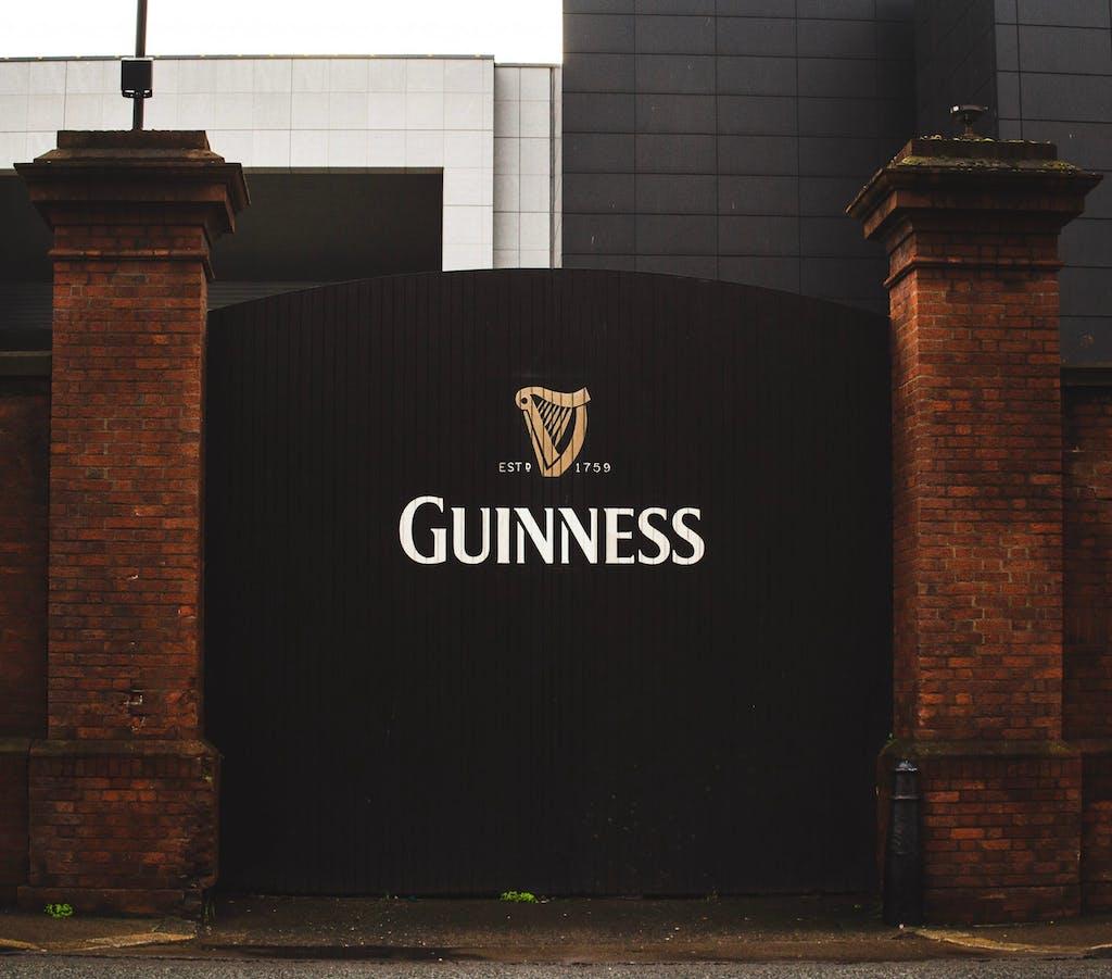 Guinness Storehouse, um dos lugares para conhecer ao morar na Irlanda.